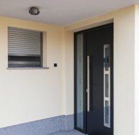 phoca_thumb_l_hlinikove vchodove dvere prag s bocnym svetlikom a vitraznym sklom
